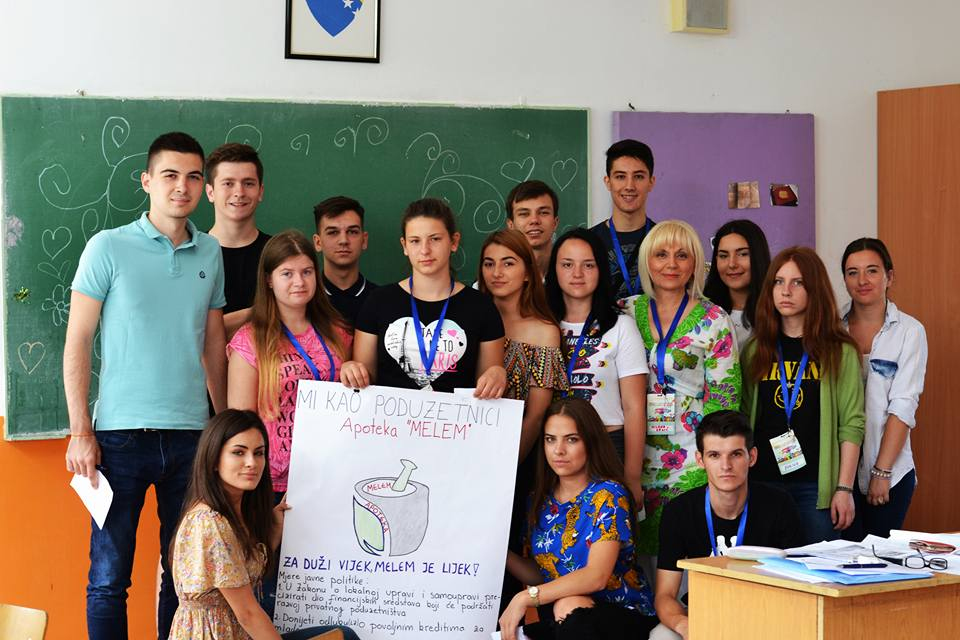 The camp held educational classes, artistic workshops, and games for its participants.